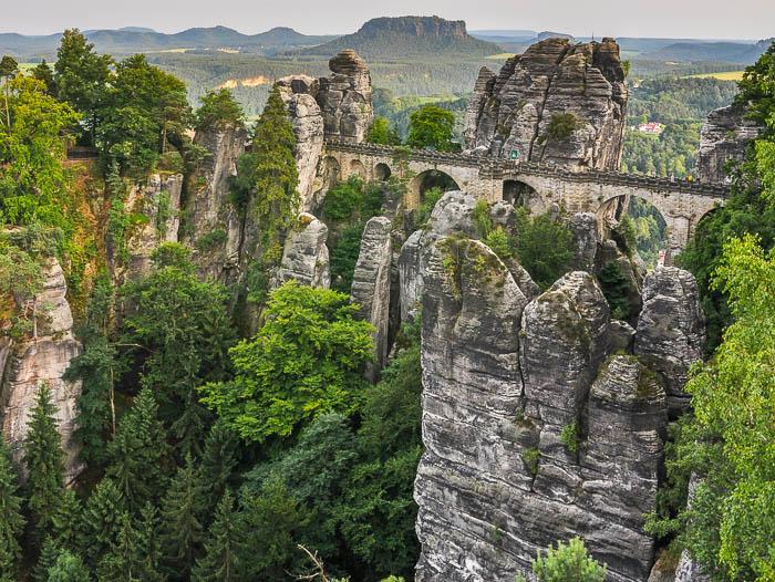 Zerklüftete und mystische Felsenwelten