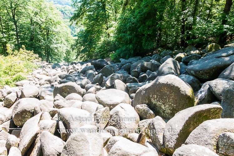 Odenwald wandern: durchs Felsenmeer auf einer Rundwanderung