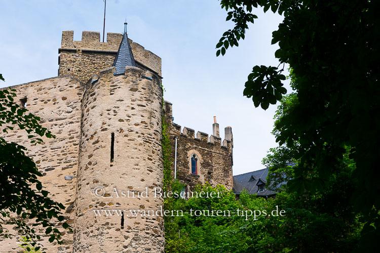 Auf dem Weg zur Ruppertsklamm: Burg Lahneck