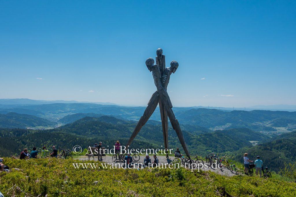 Das Lothardenkmal: beliebtes Ausflugsziel im Schwarzwald bei Wanderern und Bikern.